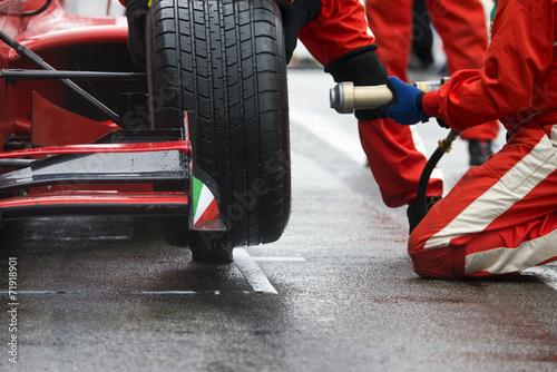 Racing team pitstop - 71918901