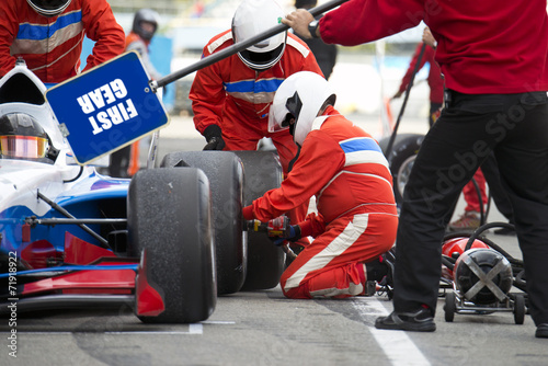 Pit crew during a pitstop - 71918922