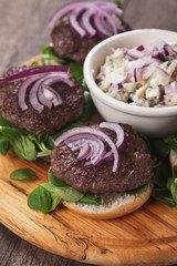 Mini burgers with red onion