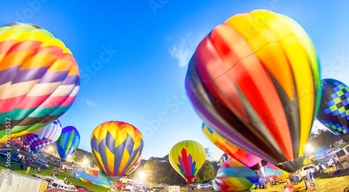 Foto op Plexiglas Luchtsport Bright Hot Air Balloons Glowing at Night