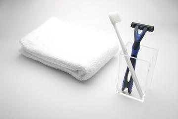 タオルとひげそりと歯ブラシ