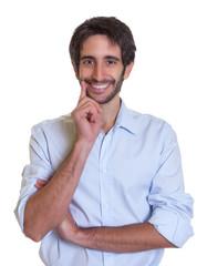 Smarter mit mit schwarzen Haaren und Bart