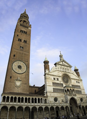 the majestic cathedral that you can visit in the city of cremona