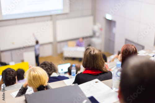 Lecture at university. - 71930371