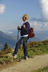 Wandern im Herbst in den Bergen von Tirol