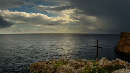memorial cross on sea cliff  storm time lapse  4K