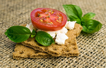 Rye bread with cottage cheese and tomatoes