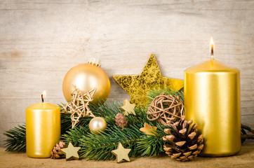 zweiter advent mit goldenen kerzen