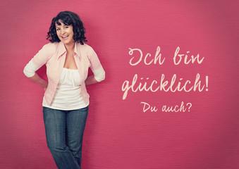glückliche Frau an einer Wand-pink board 03