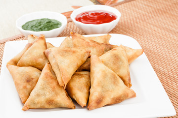 Samosa with Mint Chutney