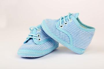Kleine blaue Schuhe aus Kord