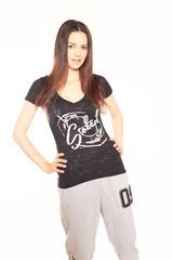 junge Frau mit T-Shirt