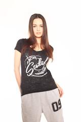 junge Frau in sexy Shirt