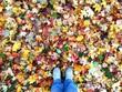 canvas print picture - Mit Füssen im Laub stehen, Herbst, bunte Blätter