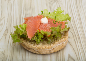 Salmon sandwich with thyme