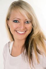 Portrait einer Frau mit blonden Haaren