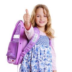 kleines blondes Schulmädchen mit Rucksack Tasche