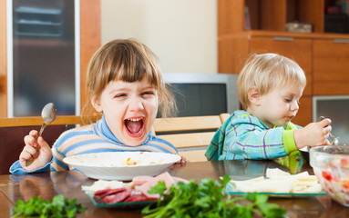 happy children eating food
