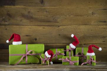 Rot grüne Weihnachtsgeschenke als Gutschein zum Fest