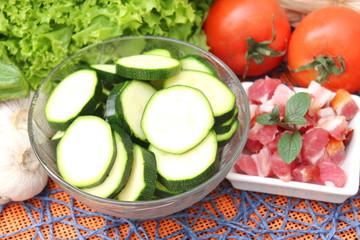 Zucchini und Speck