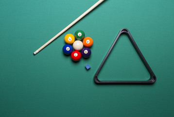 seven billiard balls arranged in the shape of a flower