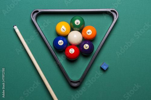 Staande foto seven billiard balls arranged in the shape of a flower
