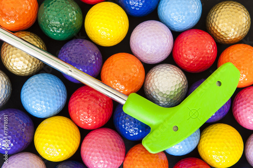 Tuinposter Golf Green Golf Putter with Colorful Balls