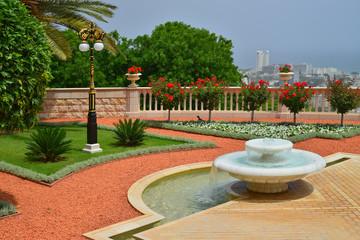 ..Bahai gardens in Haifa fountain