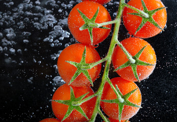 fresh tomatoes in water
