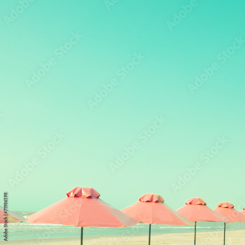 Vitnage pink umbrellas in the beach - 71986598