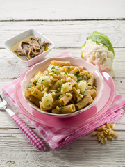 pasta with cauliflower ancovy and pine nuts
