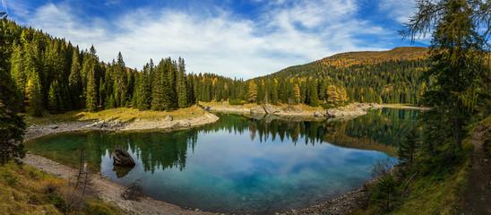 Am Bergsee im Herbst
