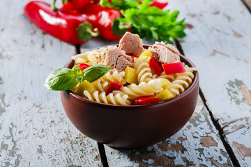 Pasta salad with tuna and pepper