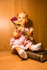Zelluloid  Puppenmädchen mit Rose