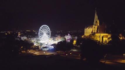 Erfurt Dom mit Oktoberfest auf dem Domplatz in Echtzeit