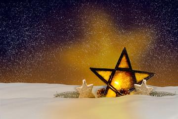 Leuchtender Weihnachtsstern bei Nacht