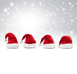 Weihnachtsmützen  vor Grauem Schneehintergrund