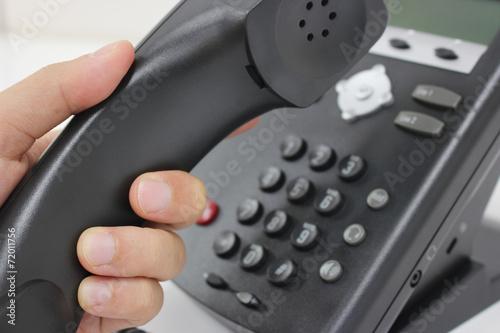 電話をかける making a phone call - 72011756