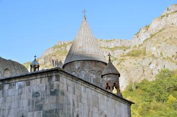 Армения, фрагмент вырубленного в скале монастыря Гегард