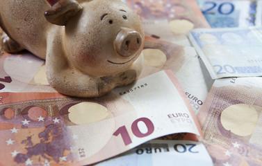 cochon-tirelire et argent