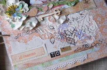 композиция из бумаги и украшений