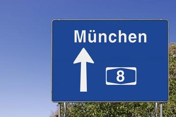 Wegweiser auf A8, Richtung München