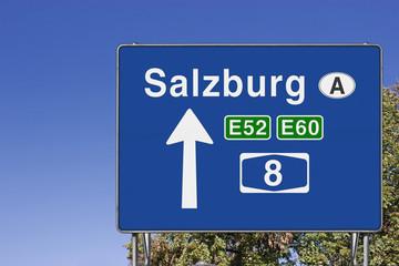 Wegweiser auf A8, Richtung Salzburg