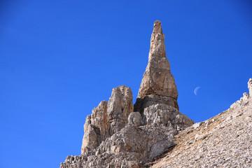 Luna tra le guglie del Latemar, Dolomiti