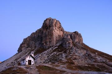 Alba sul Sasso di Sesto, chiesetta del Locatelli