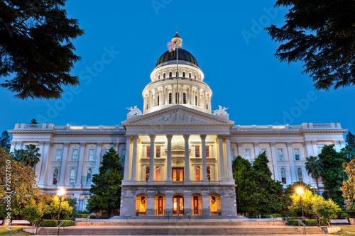 Leinwanddruck Bild California State Capitol Building at Dusk