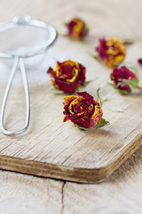 Dried rose buds and aromatic icing sugar