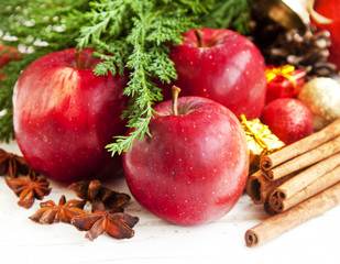 Christmas Sweet Red Apples with Spices