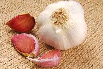 garlic on hessian fabric