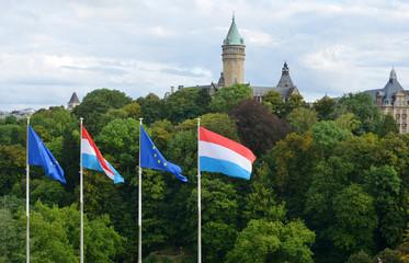 Luxemburg Stadt mit Flaggen